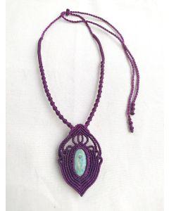 Colar amuleto, pedra fucsite com rubi.