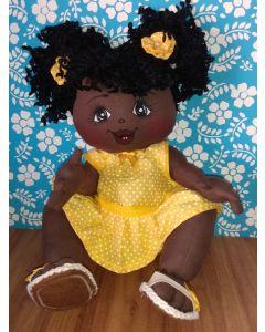 Boneca de Pano UpaNeguinha  Bebê  M vestido amarelo