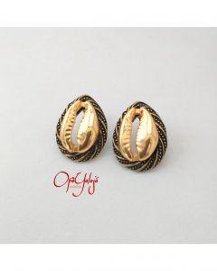 Brincos de Búzios em Metal Iyebiye-Dourado
